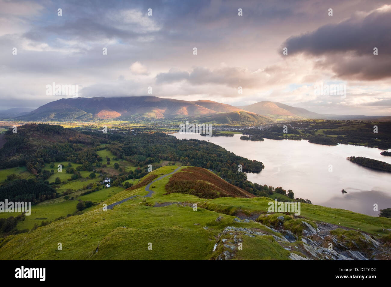 The rising sun lights up the fells of Skiddaw and Blencartha, Lake District National Park, Cumbria, England, UK - Stock Image