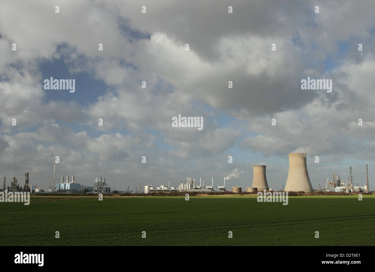 petro chemical plant with cooling towers at Paul near Hull UK - Stock Image