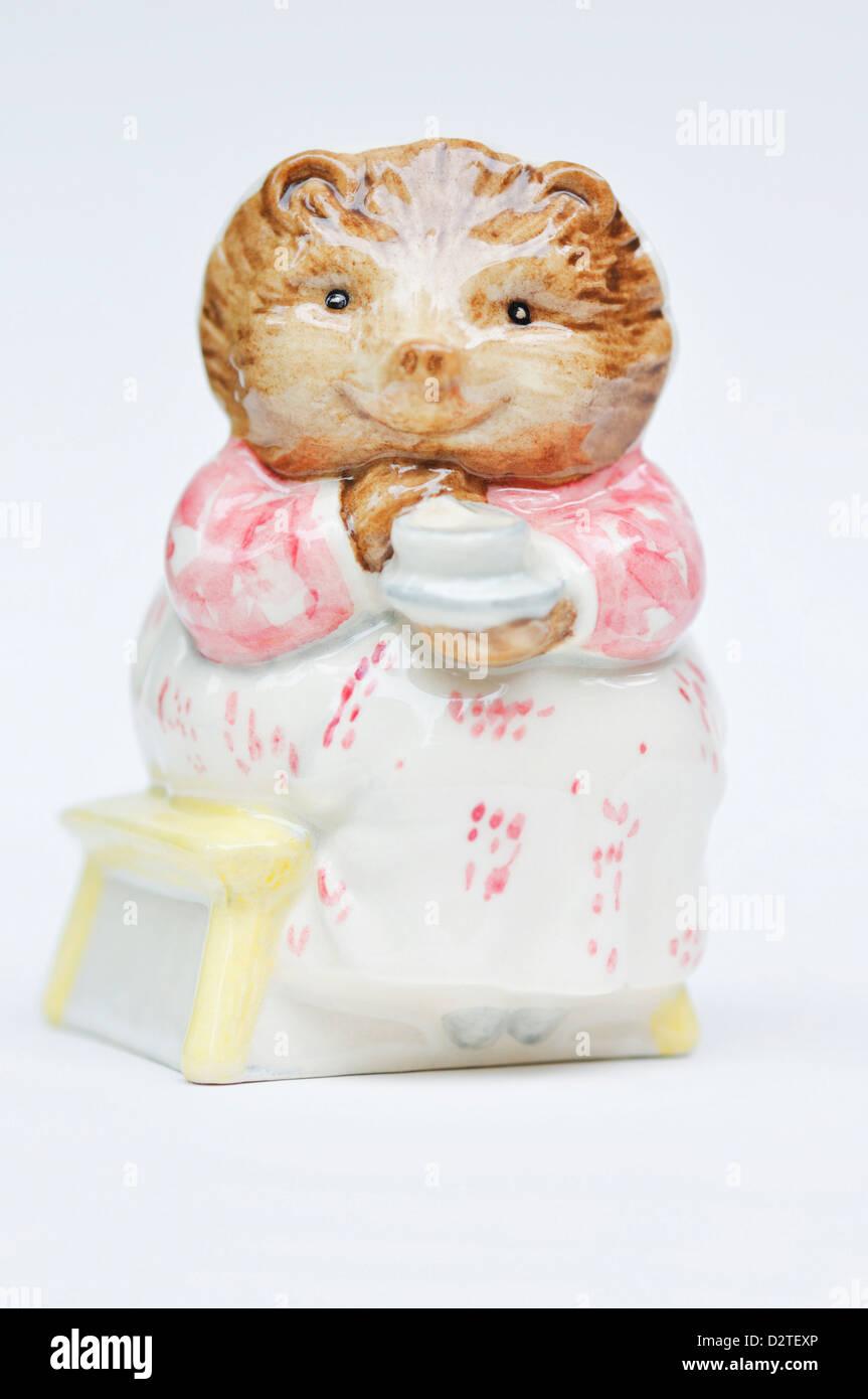 Royal Albert Beatrix Potter Mrs Tiggy Winkle Takes Tea Pottery, Porcelain & Glass Pottery