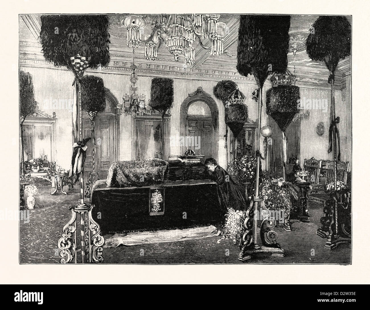 THE QUEEN DOWAGER KAPIOLANI KNEELING BESIDE HER HUSBAND'S COFFIN IN THE PALACE AT HONOLULU - Stock Image