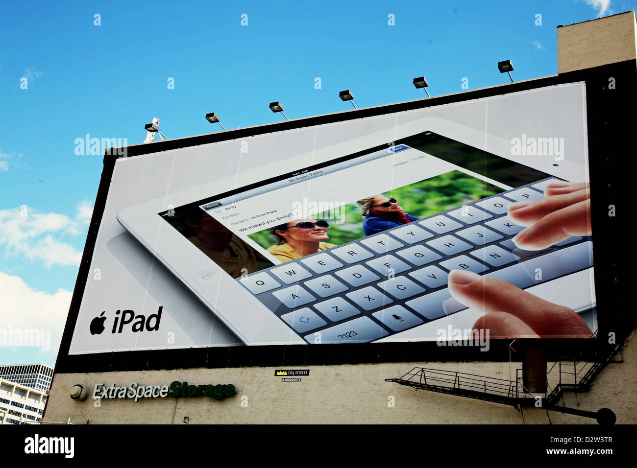 Chicago Billboard I-94 APPLE iPad, Virt Keypad 'ExtraSpaceStorage'  Bldg 'Cityoutdoor100260975' - Stock Image