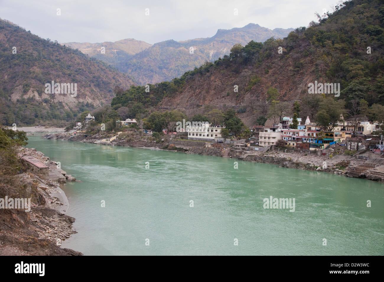 India, Rishikesh. Ganges (Ganga) River looking upstream toward the Himalayas. - Stock Image
