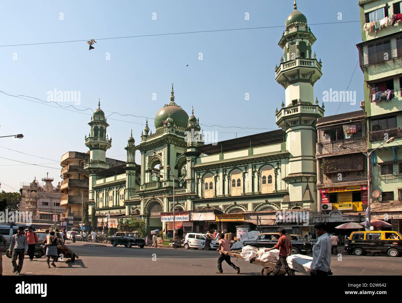 Mosque Hamidiya Masjid Pydownie Kalbadevi Road  Mumbai ( Bombay ) India - Stock Image