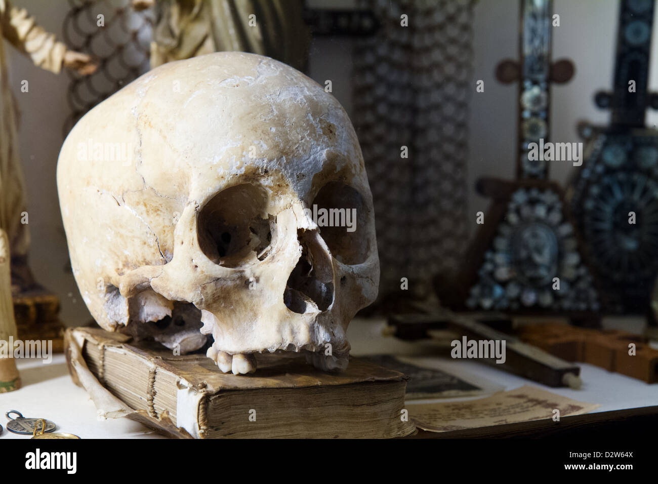 Skull on a book at the Royal Carthusian Monastery (Real Cartuja), Valldemossa, Majorca, Spain. - Stock Image