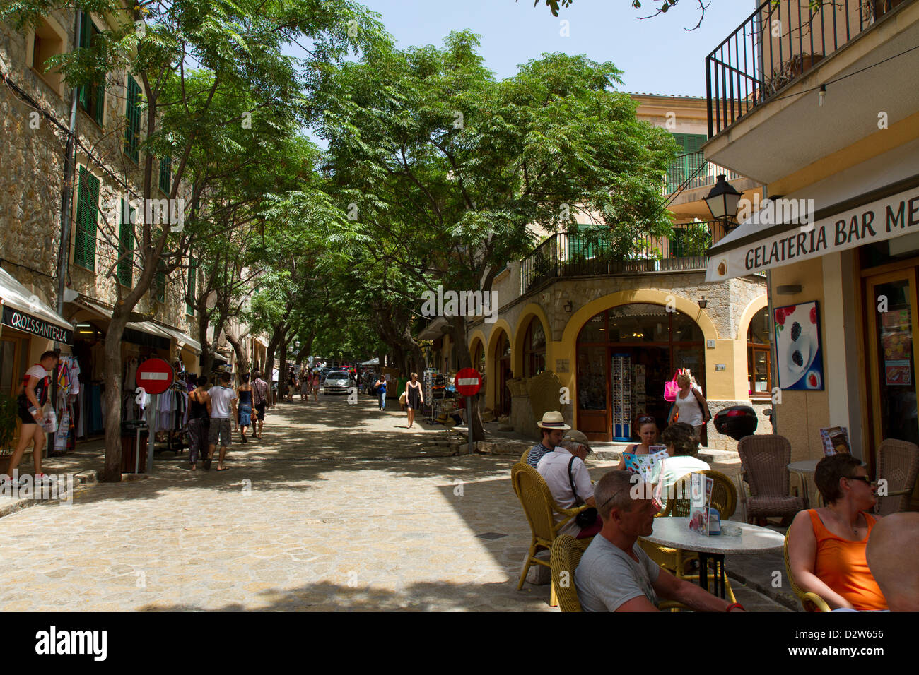 Street with lots of tourists near the Royal Carthusian Monastery (Real Cartuja), Valldemossa, Majorca, Spain. - Stock Image