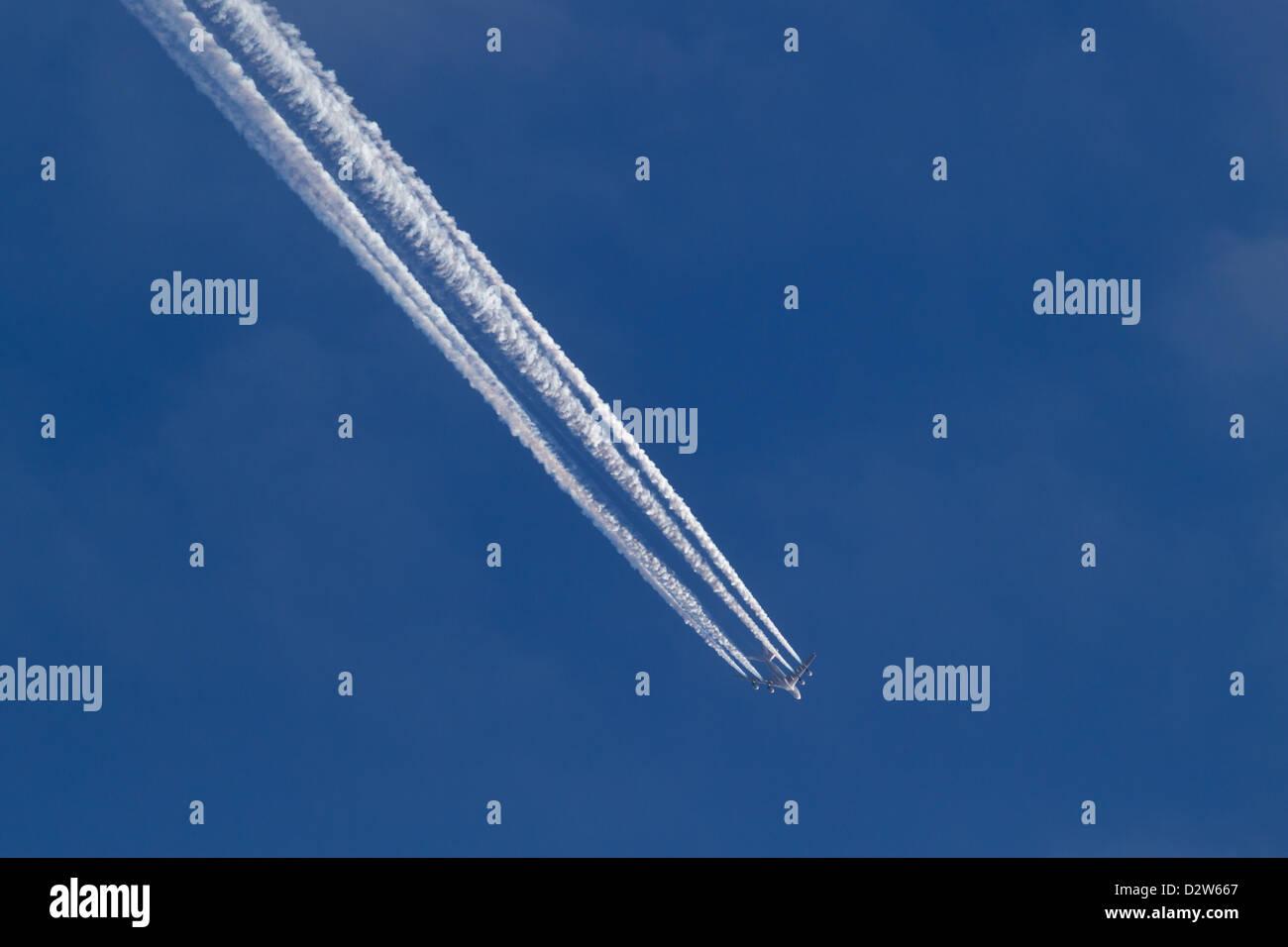 Jet plane with vapor trails - Stock Image