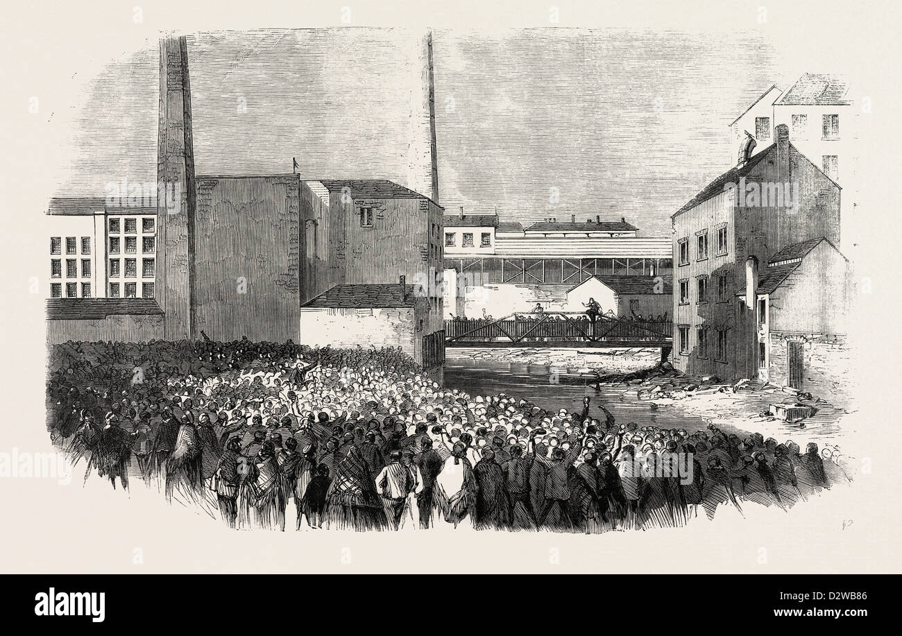 THE SOUTH LANCASHIRE TURN-OUT: CALLING OUT THE HANDS AT JOHNSON'S MILL STALYBRIDGE. - Stock Image