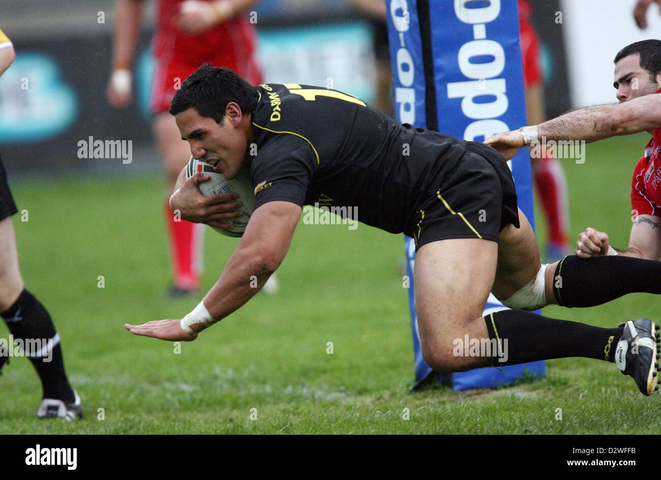 23.08.08. Celtic Crusaders v Salford City Reds Crusaders' David Tangata-Toa dives over to score try. - Stock Image