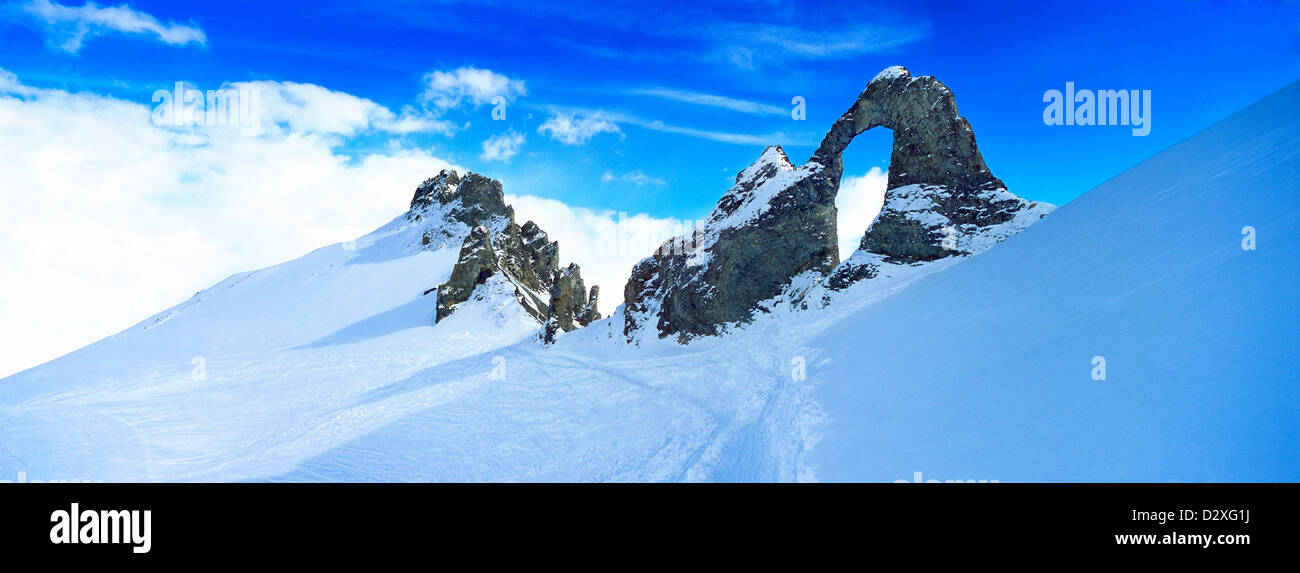Snow covered craggy mountain - Stock Image