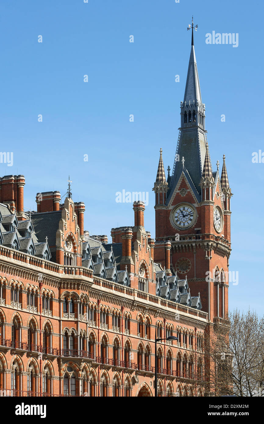 St Pancras Hotel, London, United Kingdom. Architect: Sir Giles Gilbert Scott with Richard Griffiths Arc, 2011. Facade - Stock Image