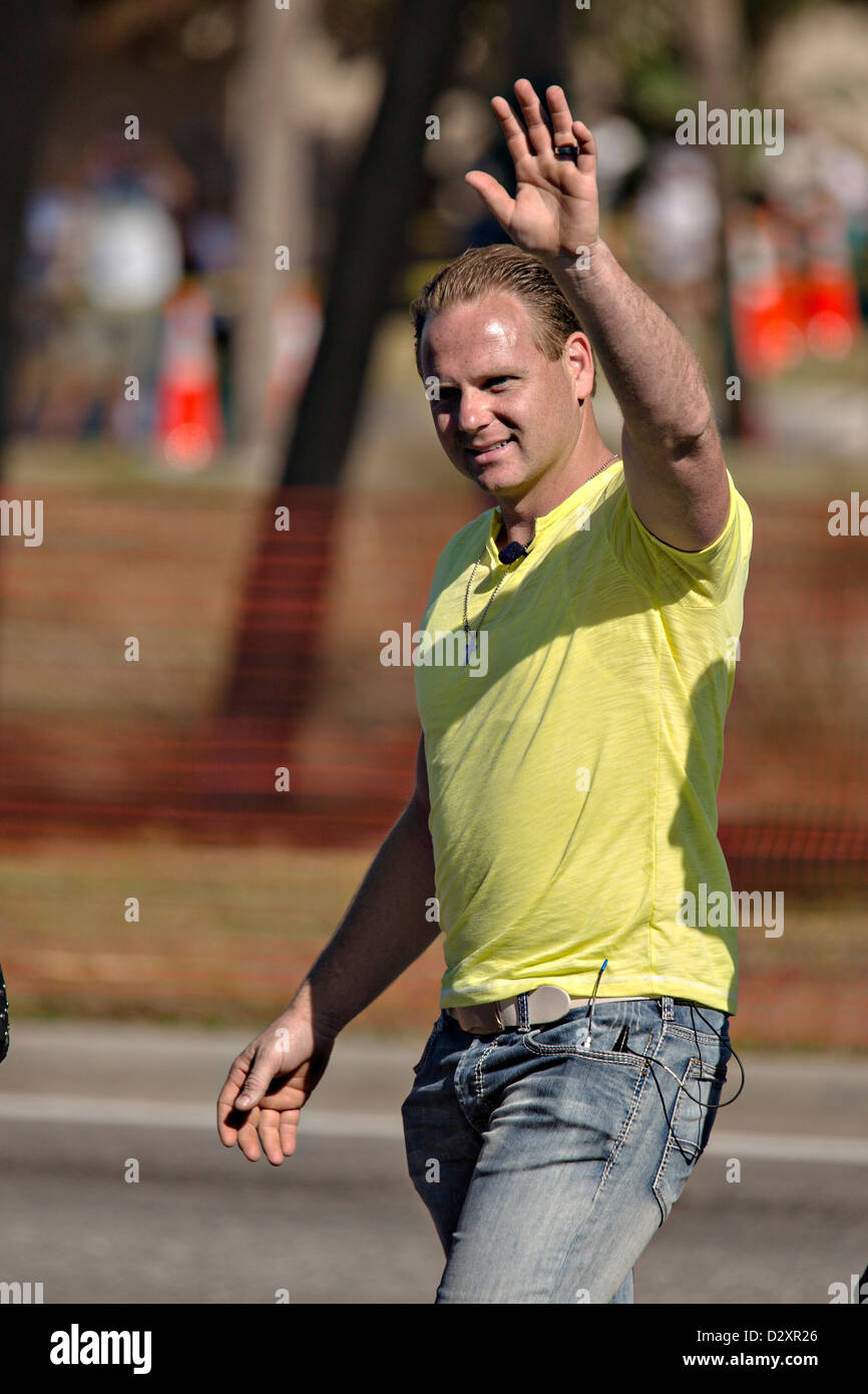 Famed daredevil Nik Wallenda waves before beginning a high wire walk 200 feet over the waterfront January 29, 2013 - Stock Image