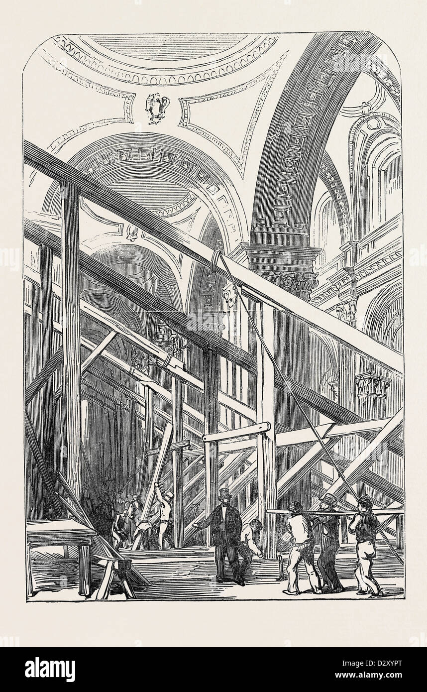 PREPARATIONS FOR THE FUNERAL OF THE DUKE OF WELLINGTON, IN ST. PAUL'S CATHEDRAL: VIEW IN THE SOUTH AISLE, 1852 - Stock Image