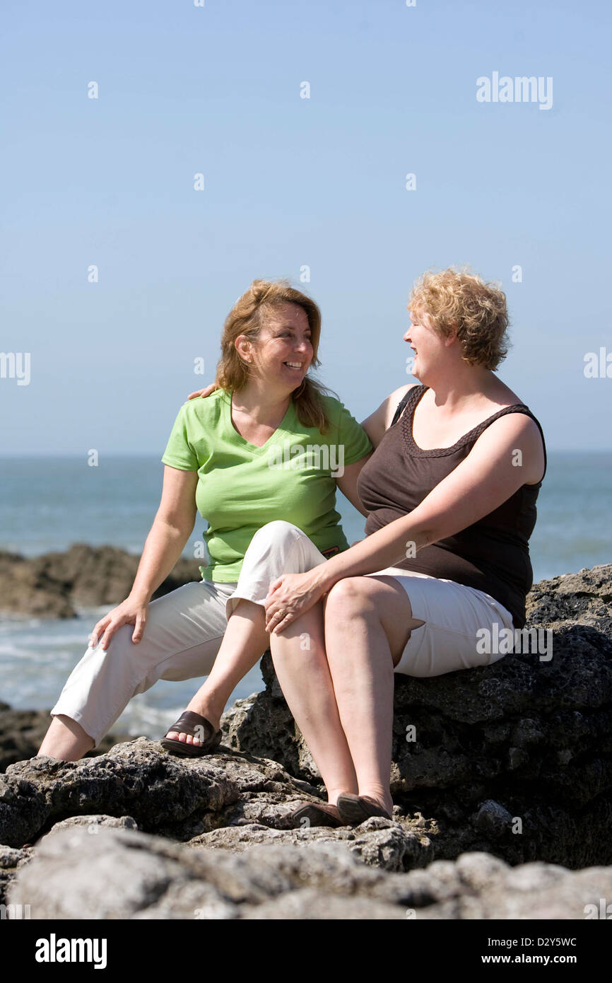 23.07.08. lifelong pen-pals Rosalind Causey (Green top) from Wales and friend Sandra Morris-Cpezla from the USA. Stock Photo