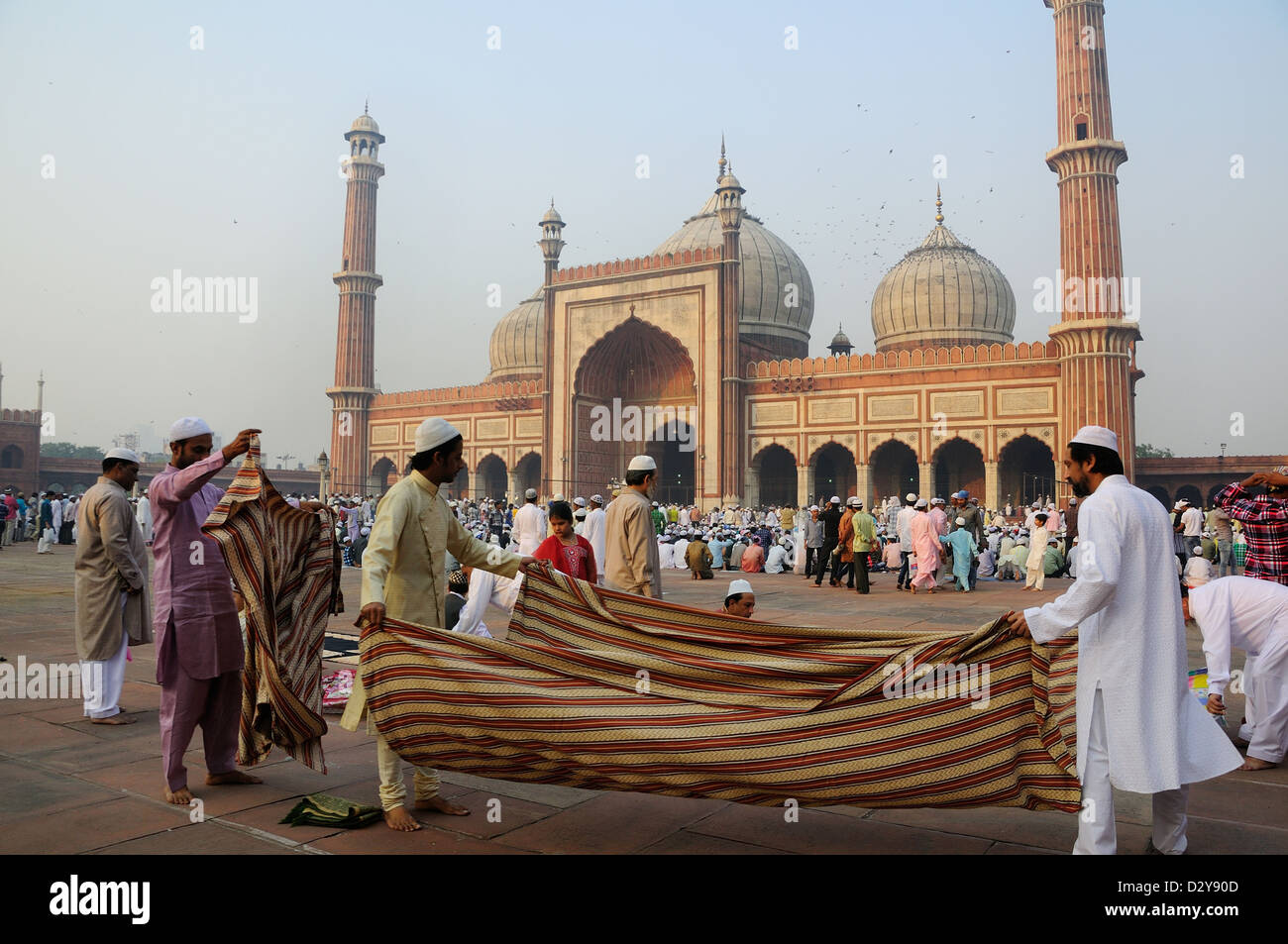 Last day of Ramadan at Jama Masjid in Old Delhi. People started to come and sit for the ceremony. - Stock Image