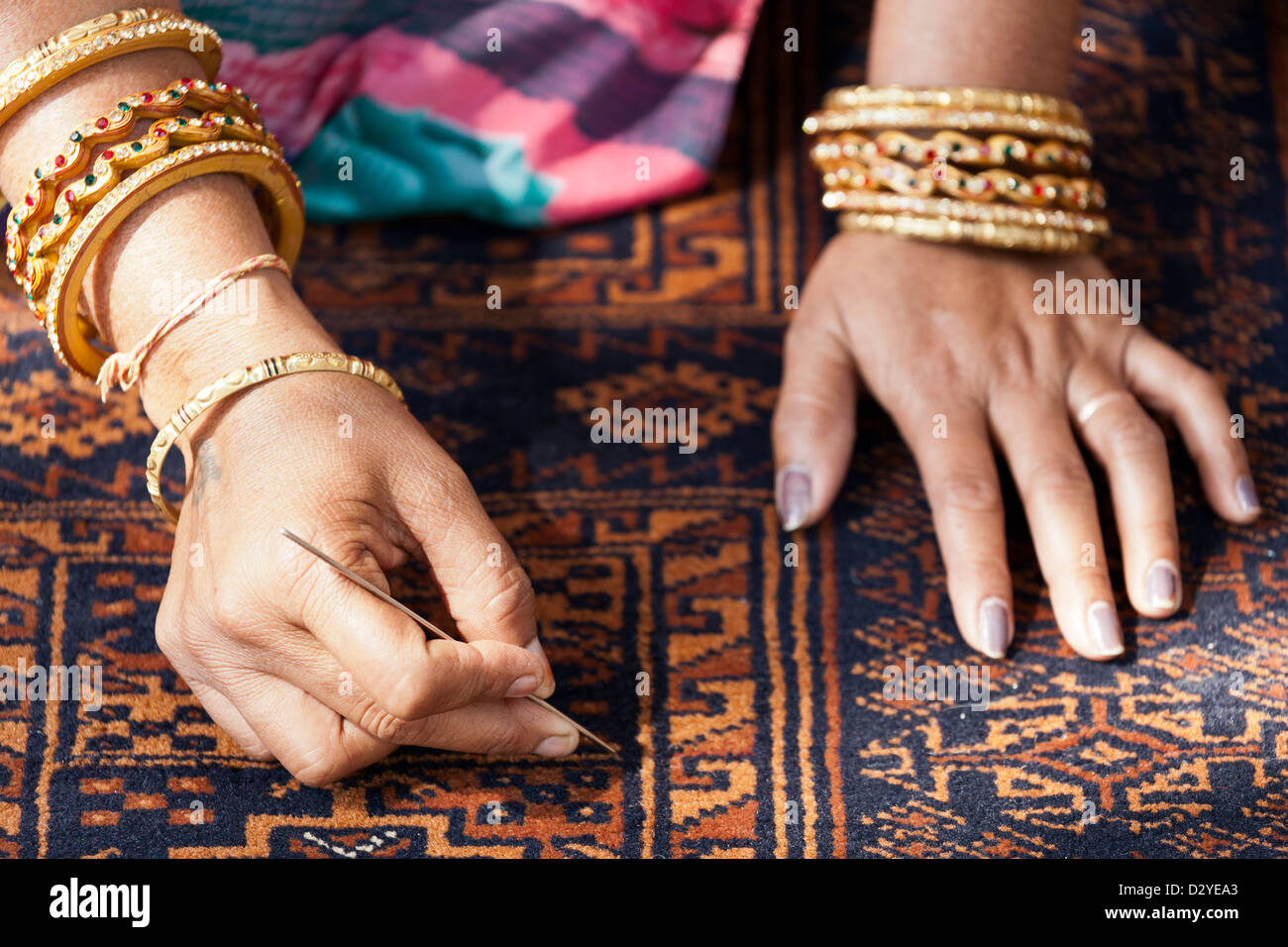 Woman's hands working on rug, Village Women Crafts Store, Ranthambore, Rajasthan, India - Stock Image