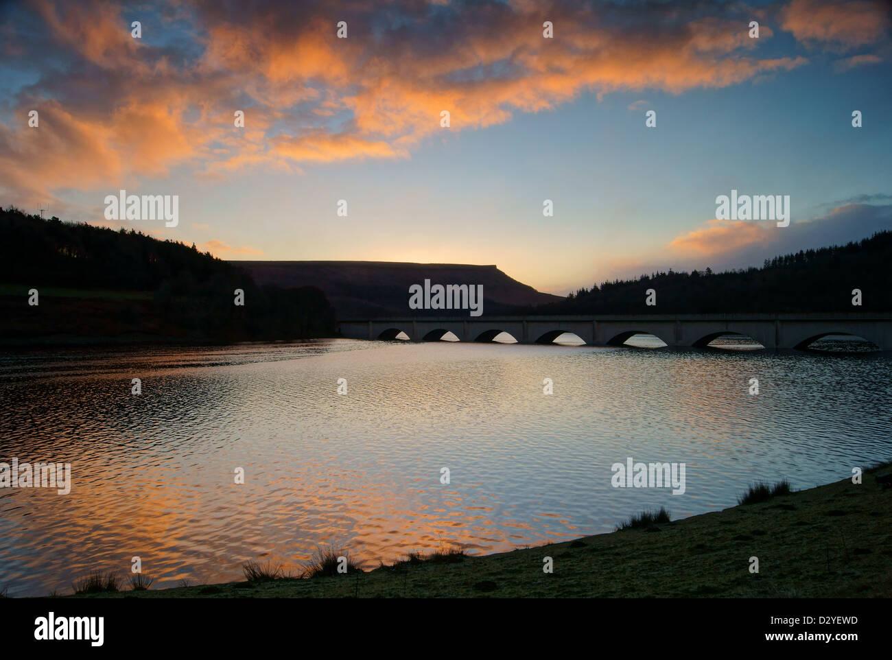UK, Peak District,Derbyshire,Sunrise over Ladybower Reservoir & Ashopton Viaduct - Stock Image