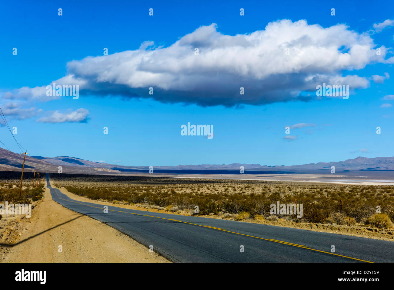 California, U S  Route 395 - Three Flags Highway Stock Photo