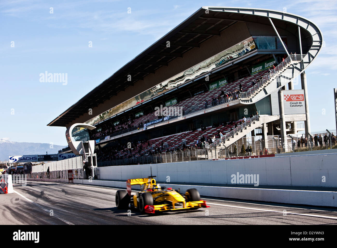 Formula one racing car and grandstand, Barcelona, 27 02 10 - Stock Image