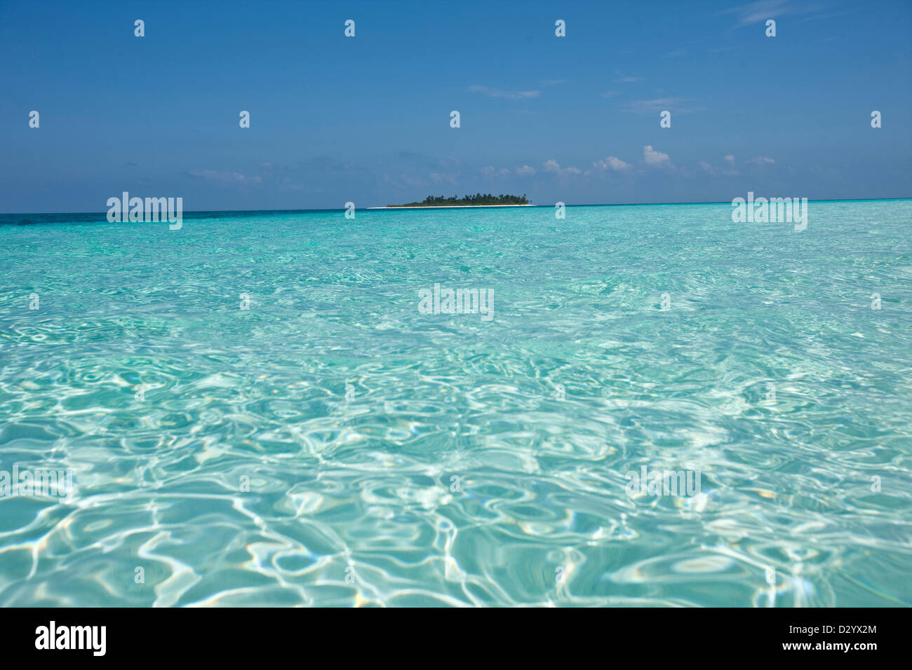 Desert island and water refraction, Maldives - Stock Image