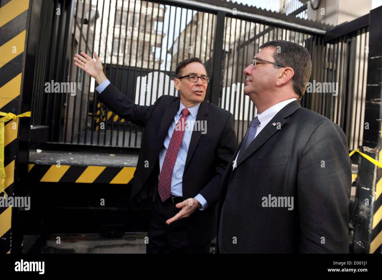 US Deputy Secretary of Defense Ashton Carter accompanied by Jess Baily, Deputy Chief of Mission, views damage to - Stock Image