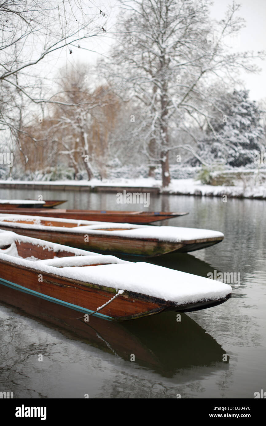 Cambridge Punts, River Cam in the snow, England, UK - Stock Image