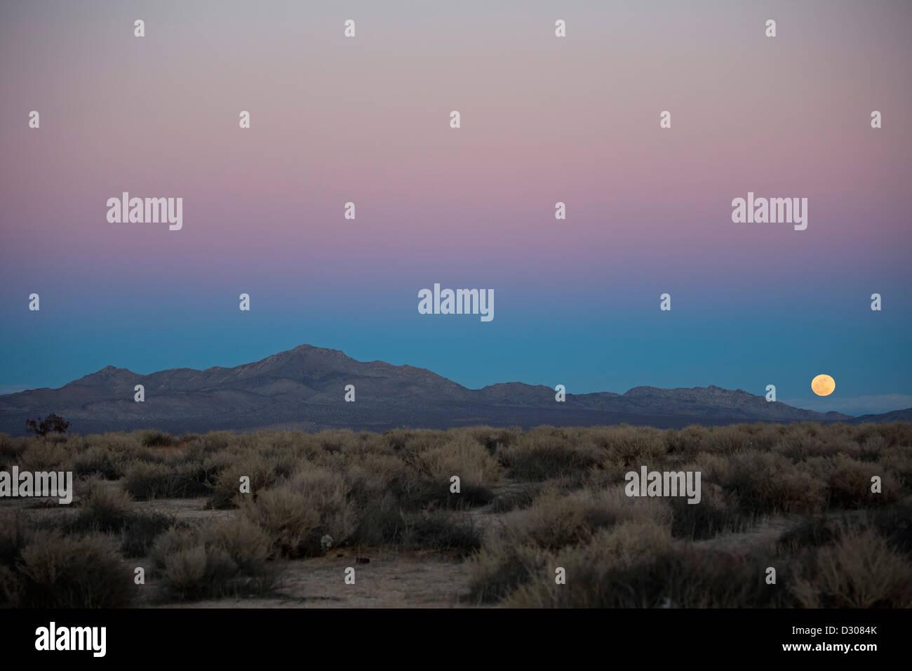 Kramer Junction, California - A full moon rises over Fremont Peak in the Mojave Desert. - Stock Image