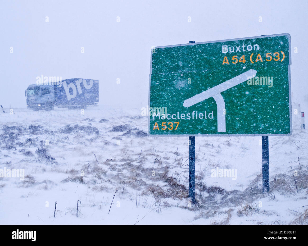 A537 Cat and Fiddle road between Buxton and Macclesfield, UK. 5th February 2013. Heavy snow and strong winds bring Stock Photo