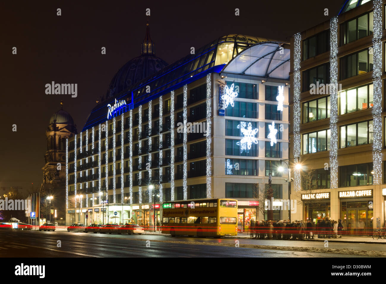 The Radisson Blu Hotel in the Christmas illuminations - Stock Image