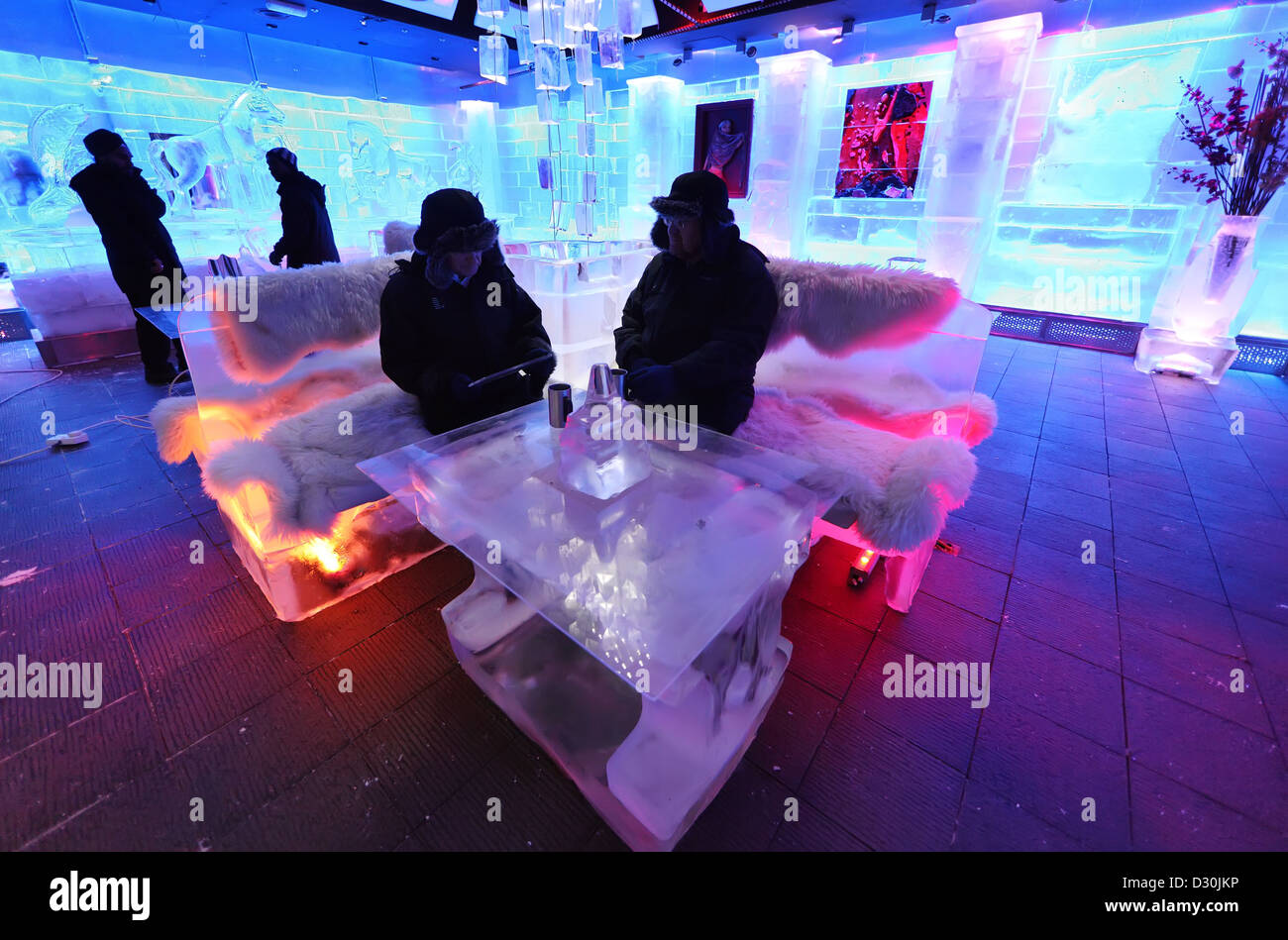 Dubai, United Arab Emirates, guests in the chill-out lounge - Stock Image