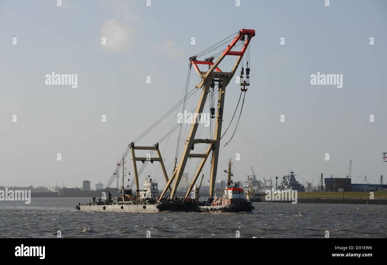 The floating crane 'Enak' moves on the water near the Jade-Weser Port in Wilhelmshaven, Germany, 04 February 2013. Stock Photo