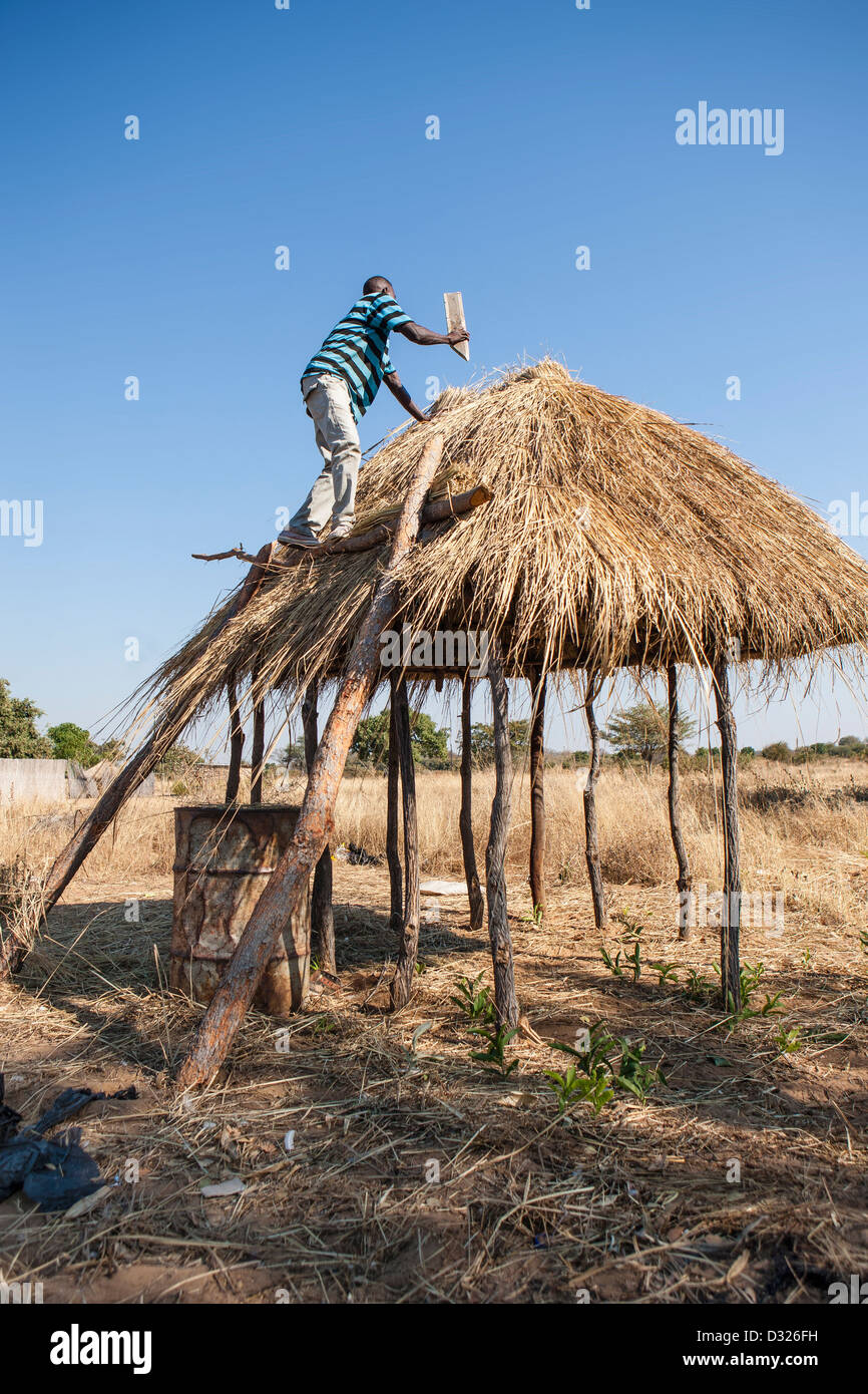 African man building a hut - Stock Image