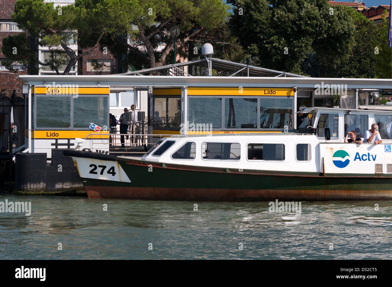 A vaporetto (water-bus) at the Lido stop, Lido, Venice, Italy. - Stock Image