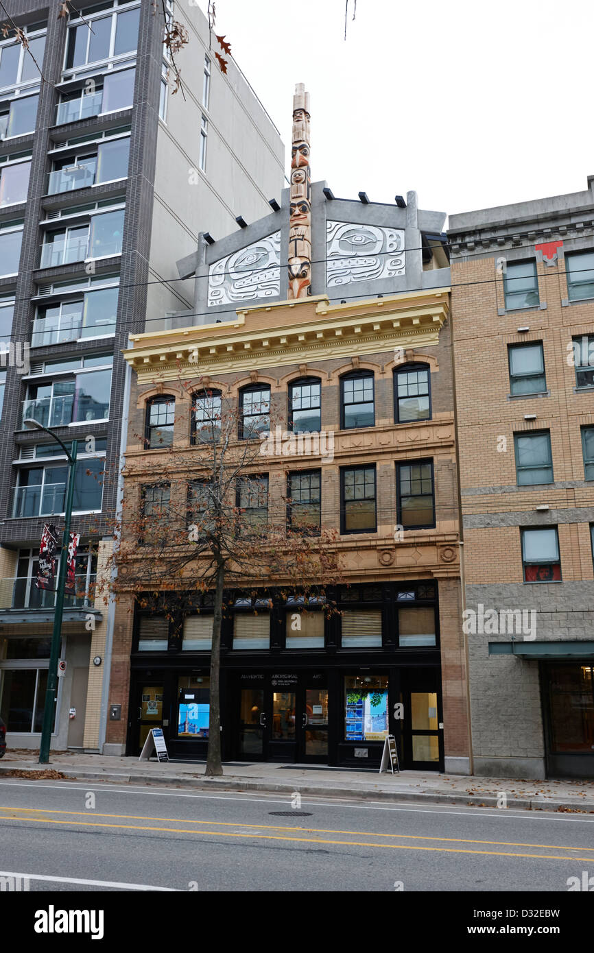urban aboriginal fair trade art gallery in the old pender hotel west pender street Vancouver BC Canada - Stock Image