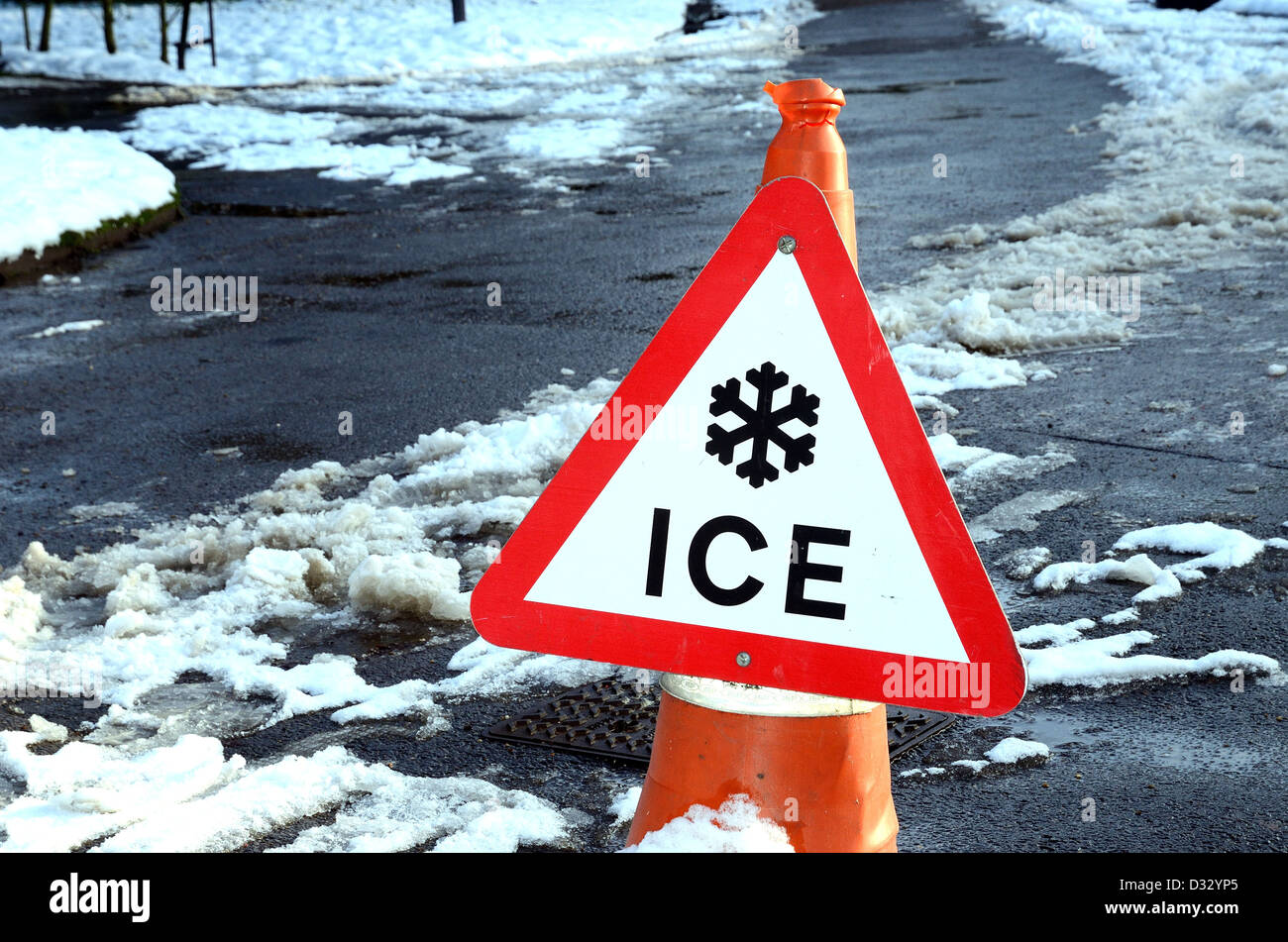 Ice warning  sign on snowy path - Stock Image