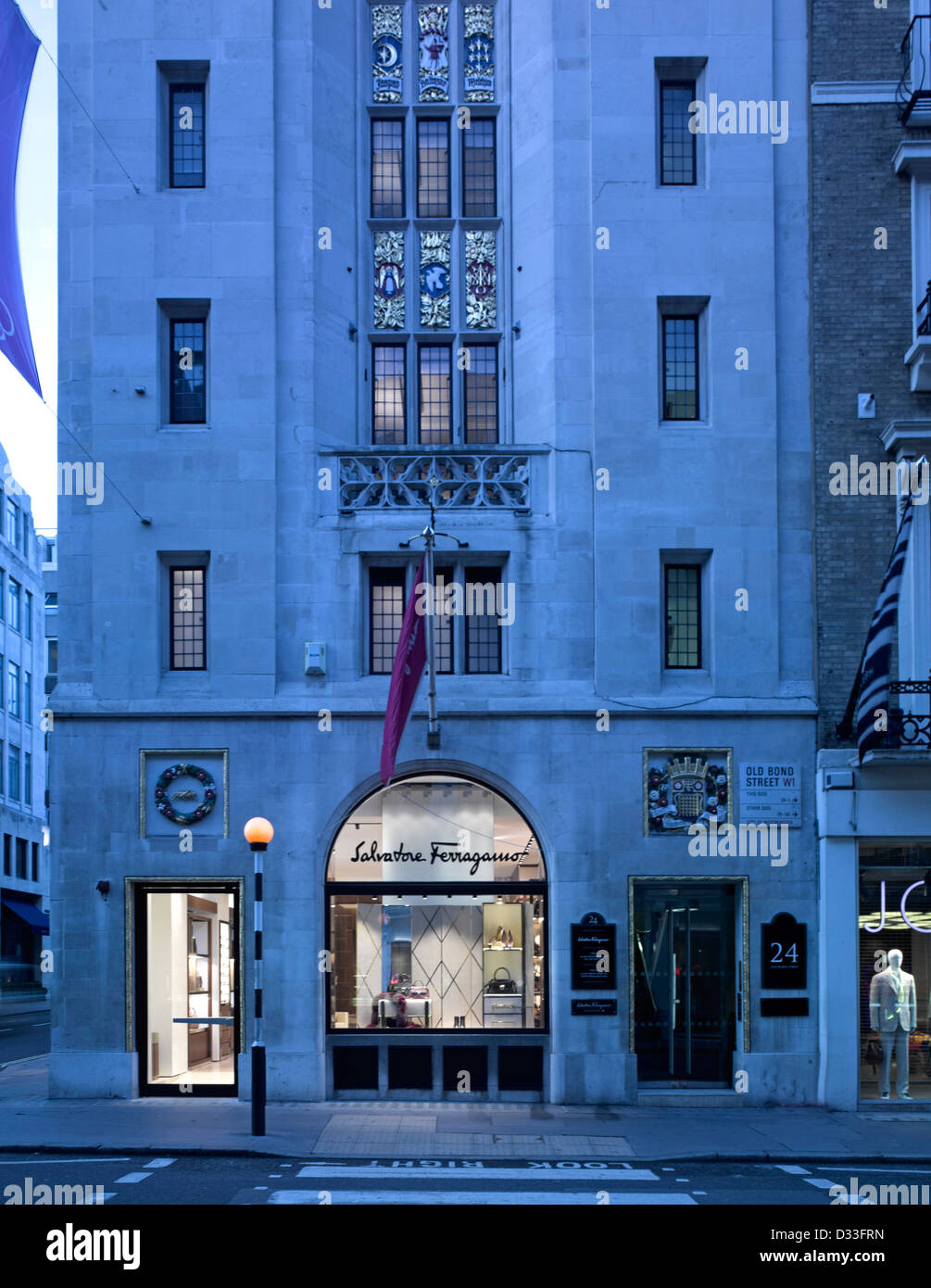 Visit your local Salvatore Ferragamo at 24 Old Bond Street in London, Greater London to explore the new collections. Shop women's and men's shoes, ties and belts: perfection made in coolninjagames.gaon: 24 Old Bond Street, London, W1S 4AL.