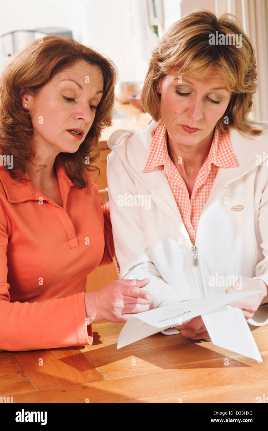 Two women reading a letter - Stock Image