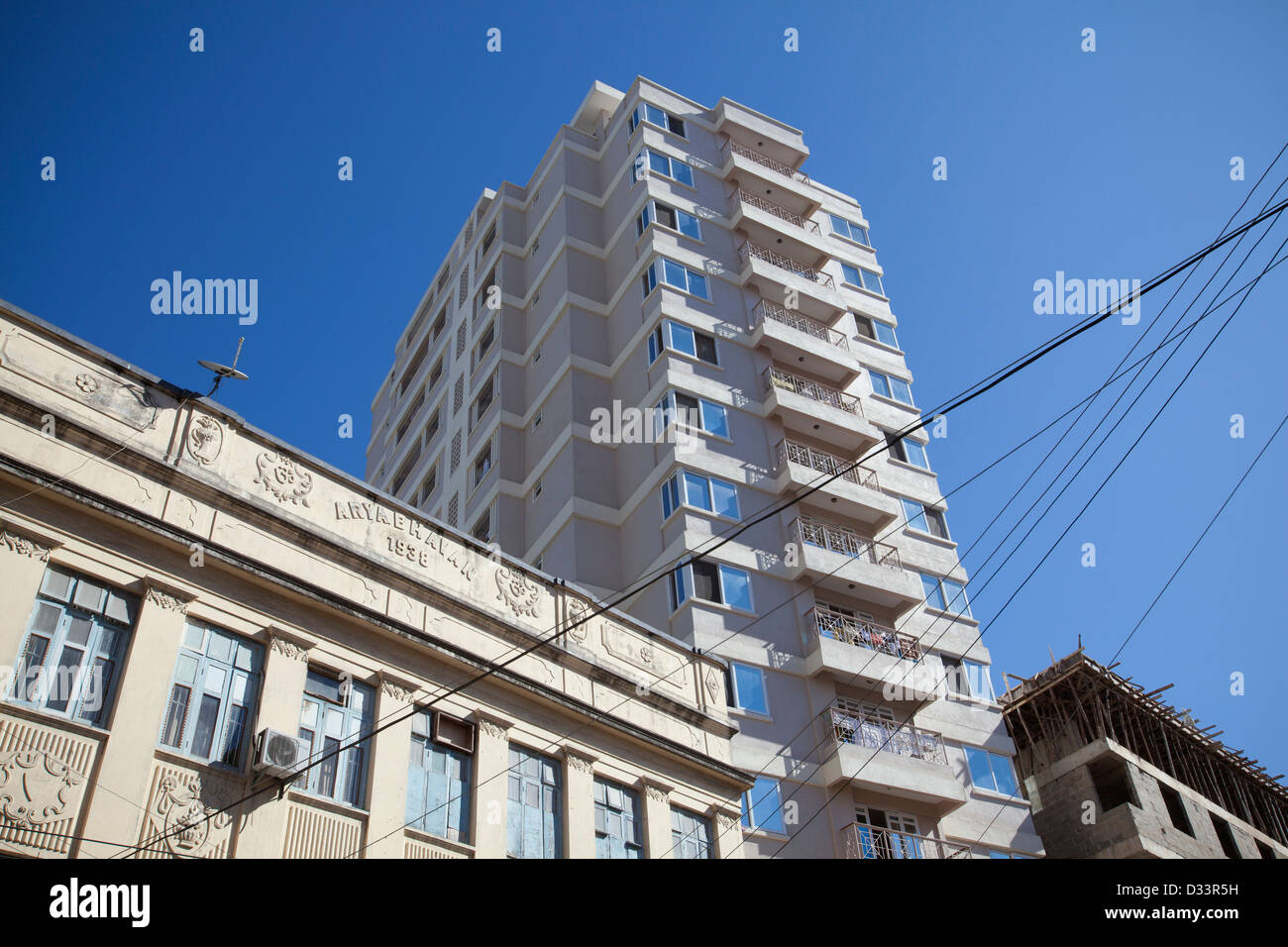 1930's indian building with new high rise in background, Dar es Salaam, Tanzania. - Stock Image