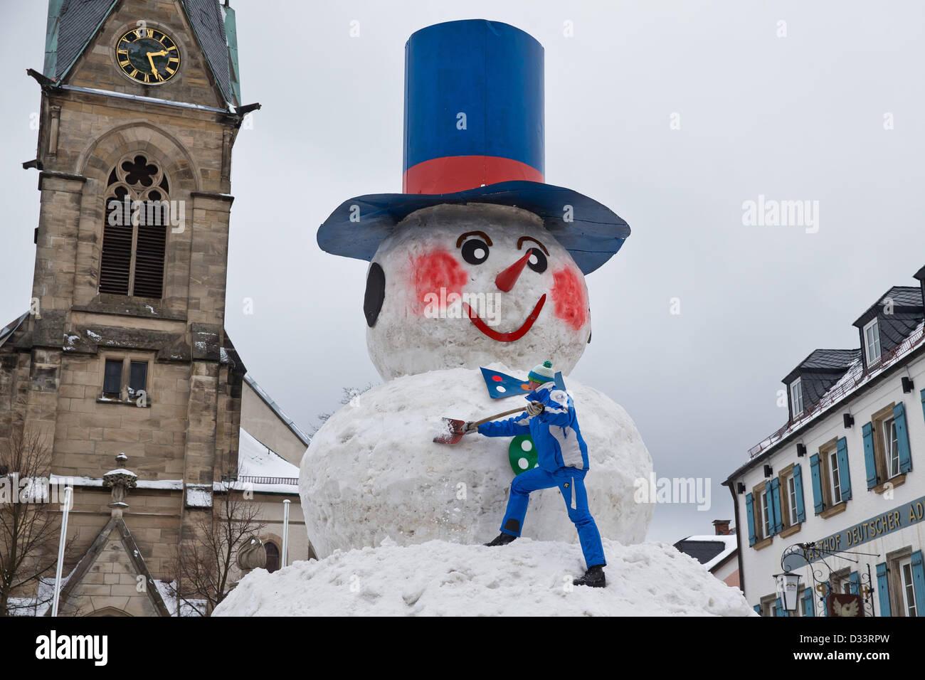 Bischofsgruen, Germany. 8th February 2013. Berndt Heidenreich works on 'Jacob', Germany's biggest snowman, - Stock Image