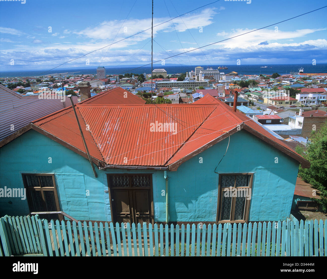 Chile, Region Magallanes, view over the colourful roofs of Punta Arenas towards the Strait of Magellan - Stock Image