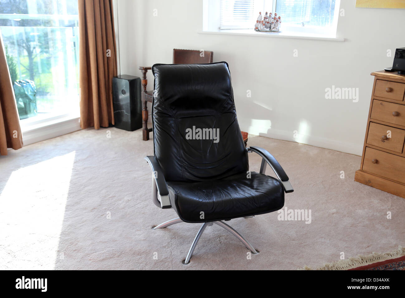 Groovy Leather Chair In Open Plan Living Room Cheltenham Pdpeps Interior Chair Design Pdpepsorg