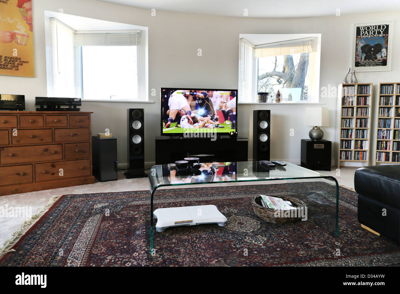 Modern living room with flat screen television speakers - Best size flat screen tv for living room ...