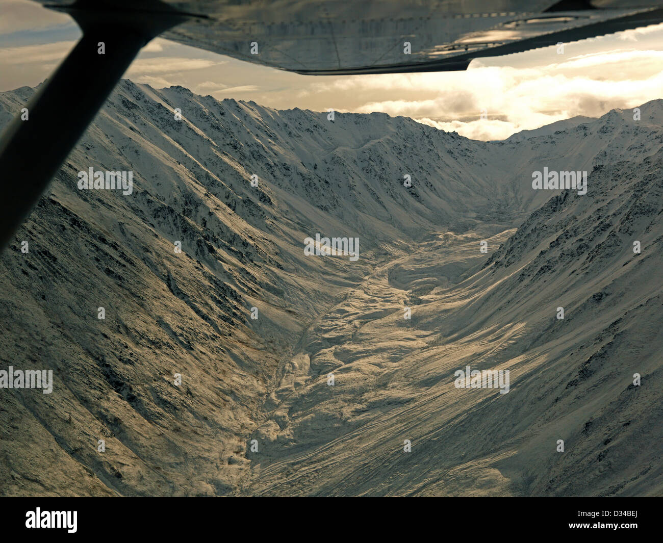 Light dusting of the mountain tops in the Talkeetna Mountains - Stock Image