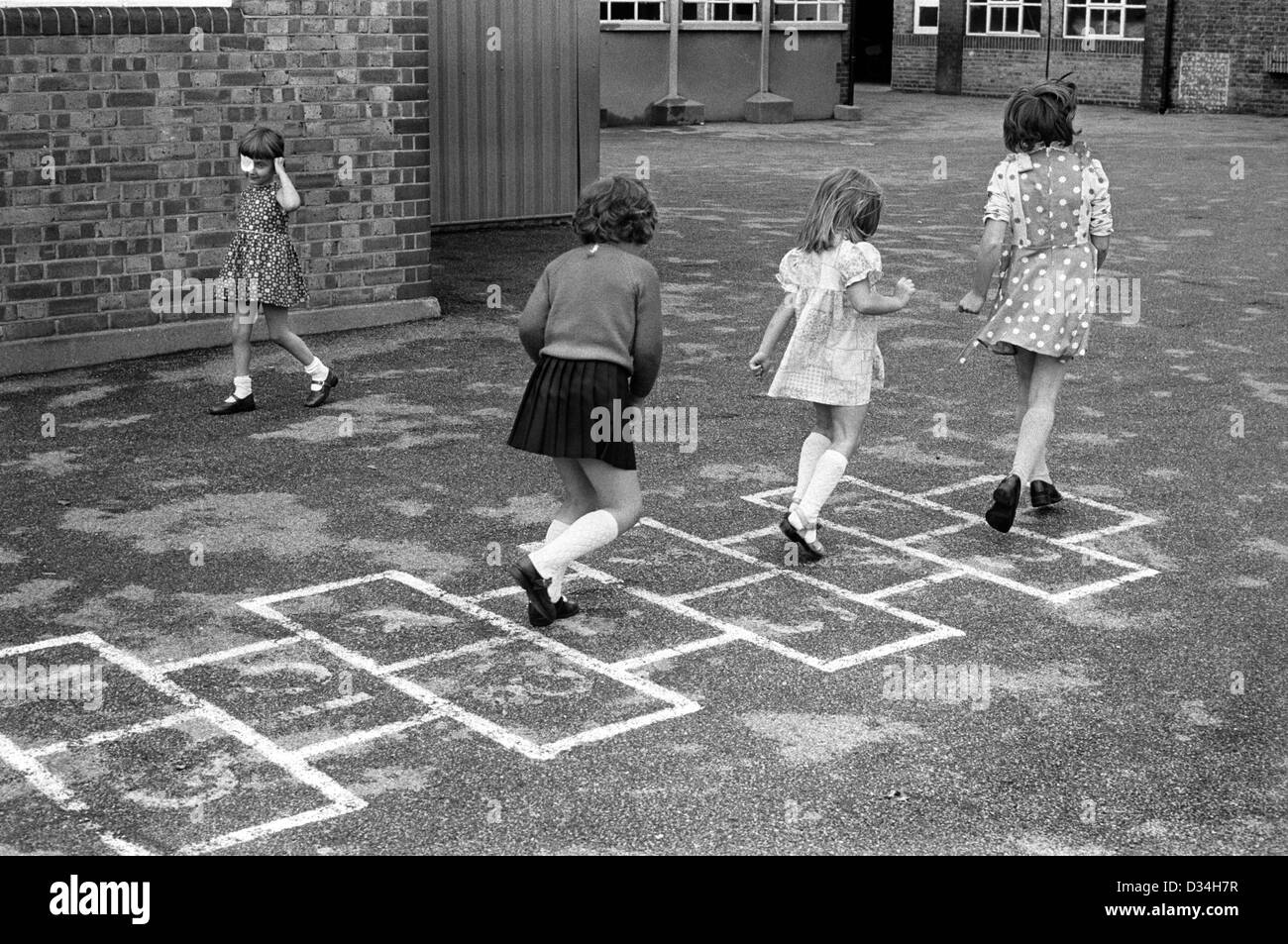 Primary school playground Hopscotch hop scotch. Girls playing together. South London. 1970s Britain.  HOMER SYKES - Stock Image