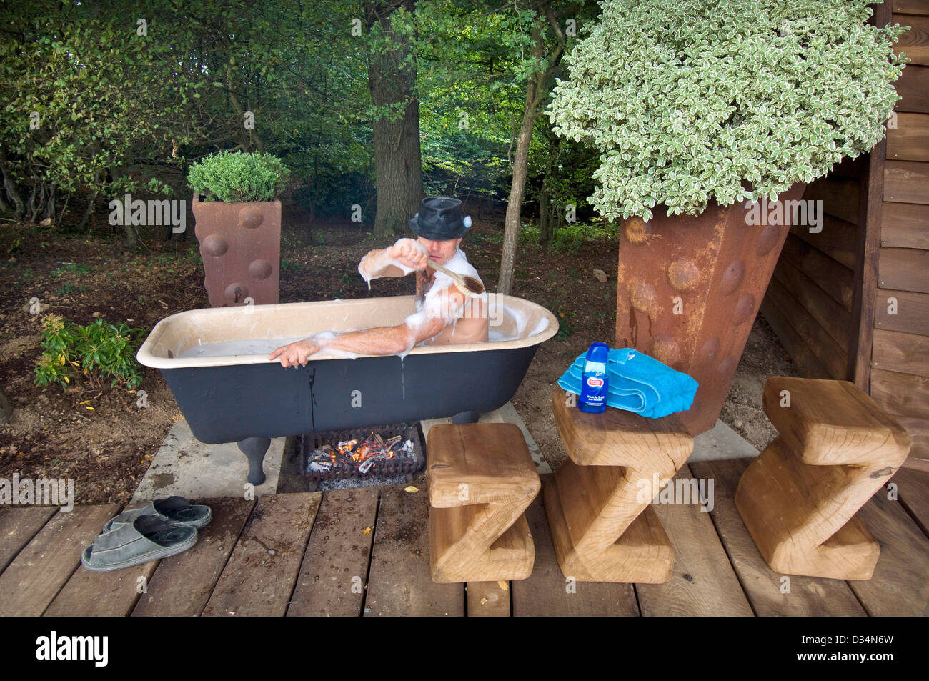 Johnny Woodford, a renowned sculptor and woodworker who has created a range of extraordinary alternative living - Stock Image