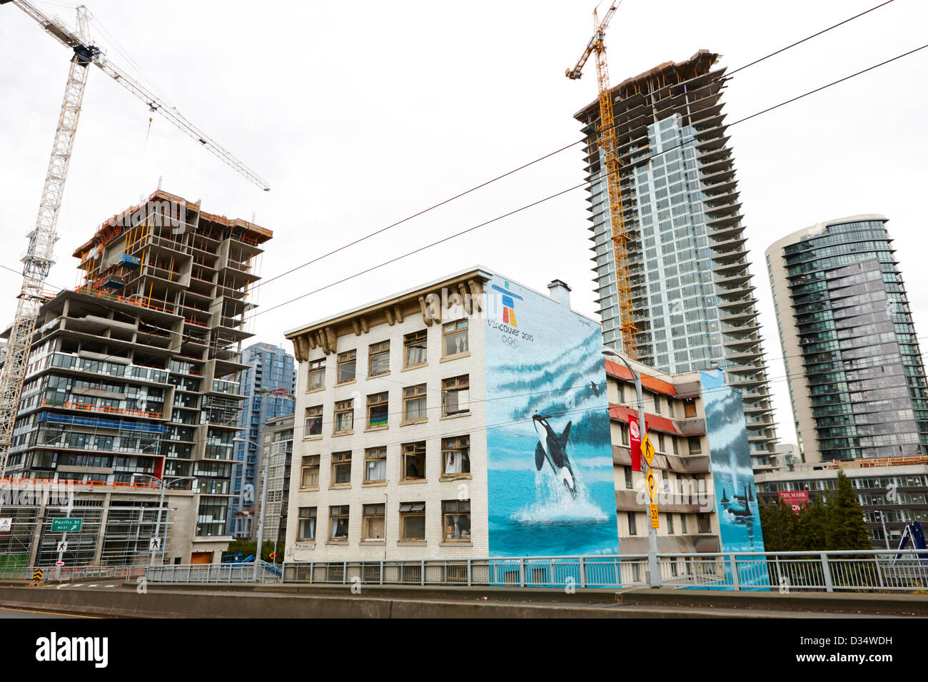 wyland orcas mural on old continental hotel in front of the mark new condo project granville street yaletown Vancouver - Stock Image