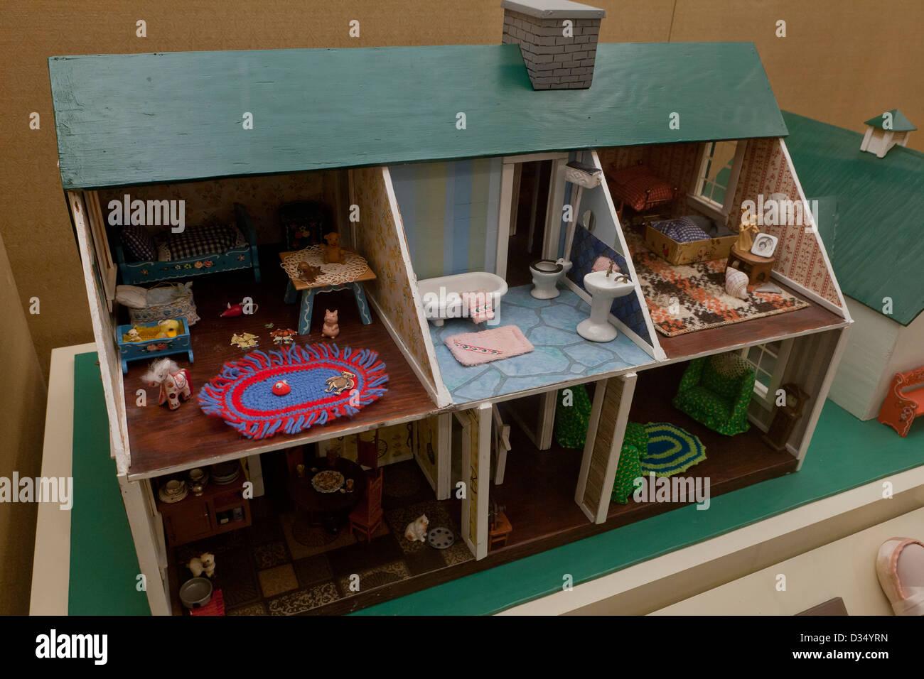 Vintage Cape Cod Style Dollhouse Stock Photo 53584713 Alamy