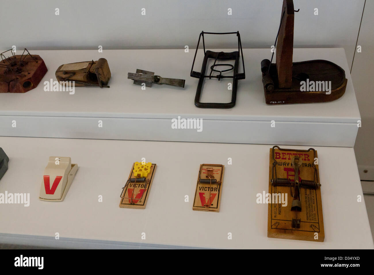 Various mousetrap designs - Stock Image