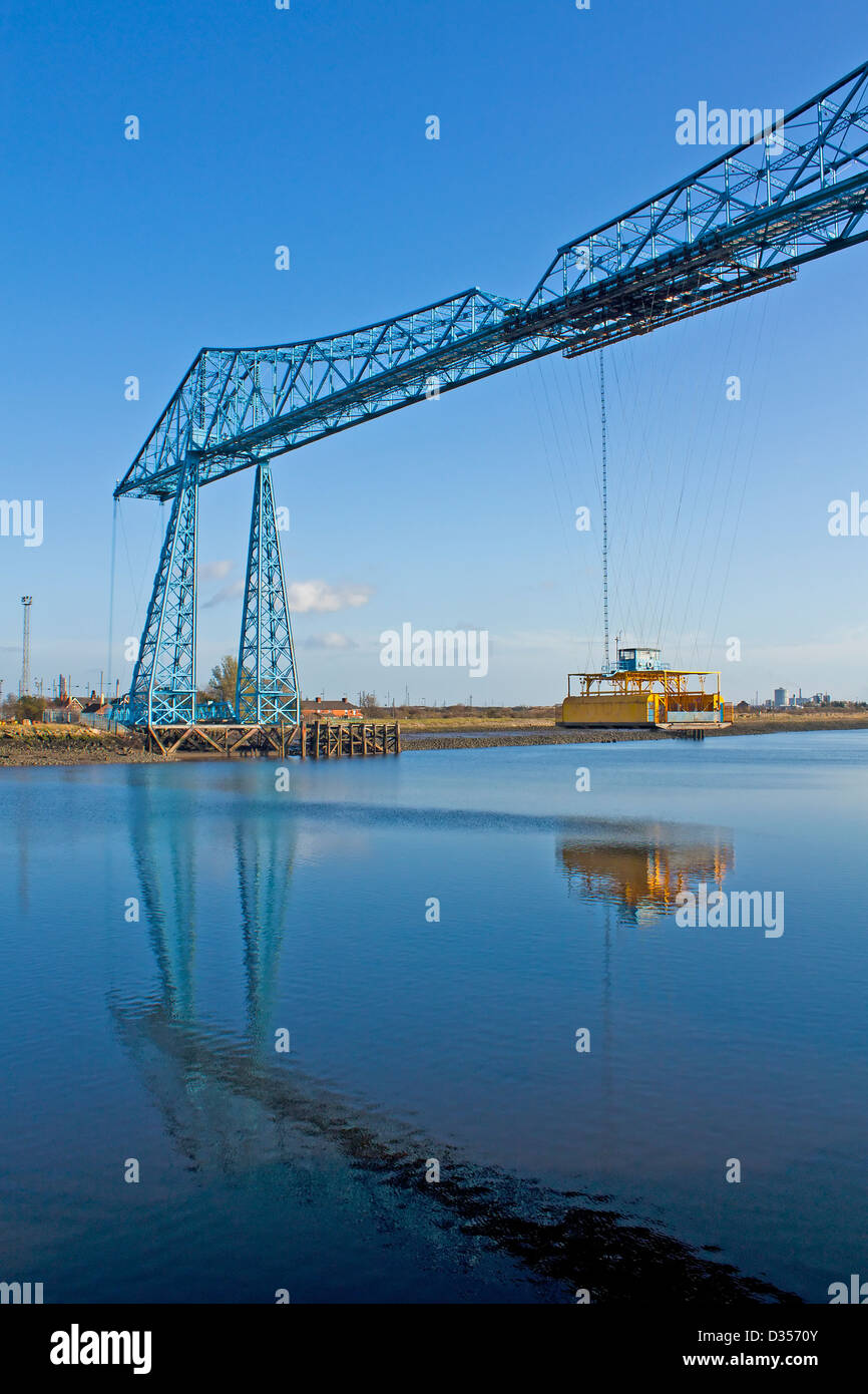 Transporter bridge (Built 1911) across the river tees in Middlesborough - Stock Image