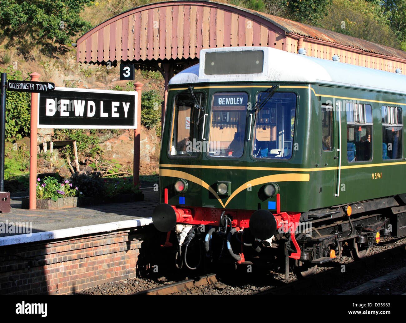 Class 180 M51941 DMU halts at Bewdley Severn Valley Railway Station, Worcestershire, England, Europe - Stock Image