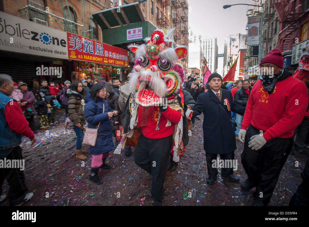 New York, USA. 10th Feb, 2013. Tourists and New Yorkers of all races and nationalities crowd Chinatown in New York Stock Photo